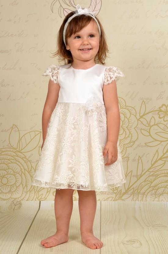 Rozkoszna sukienka do chrztu Wera w stylu retro dodaje wdzięku i gracji.