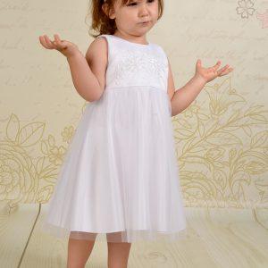 Klasyczna i prosta sukienka do chrztu Naomi wykonana z wysokiej jakości atłasu oraz miękkiego tiulu.