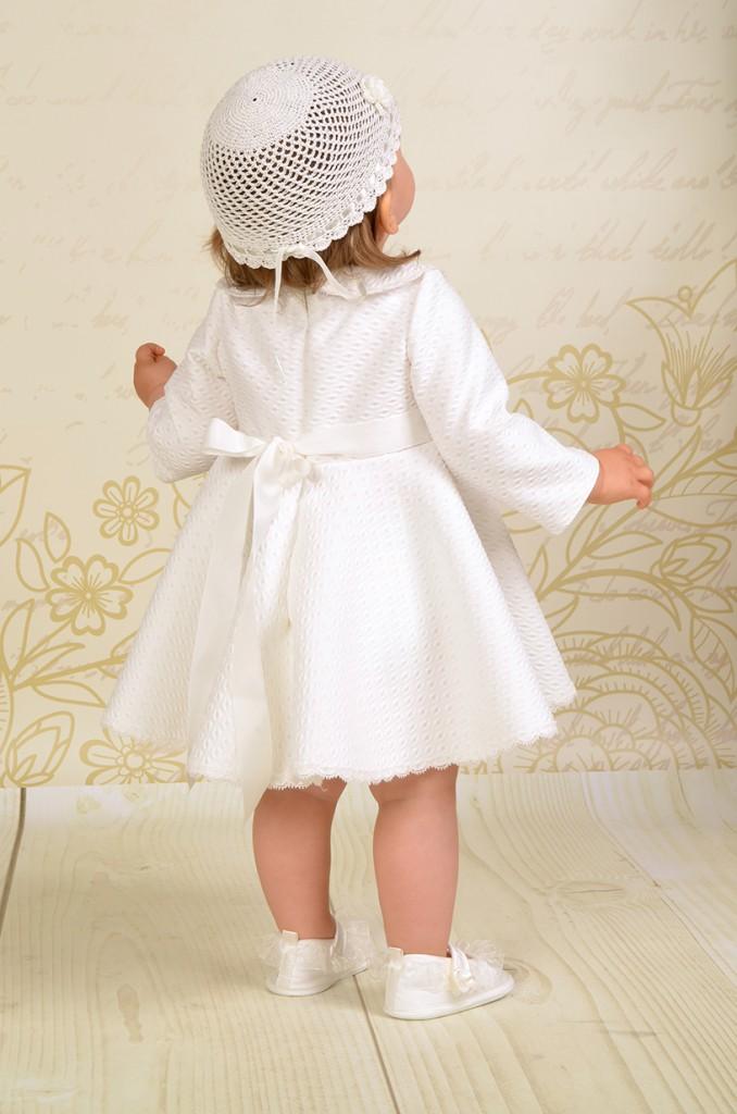 Zachwycająca sukienka do chrztu Paloma z kołnierzykiem BeBe i długim rękawkiem.