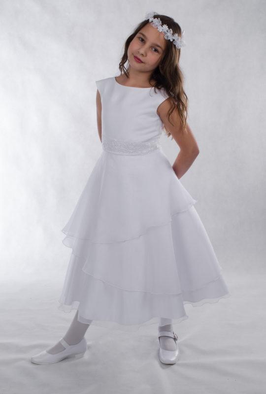 Sukienka komunijna Karla o prostym kroju, idealna dla tęższych dziewczynek.