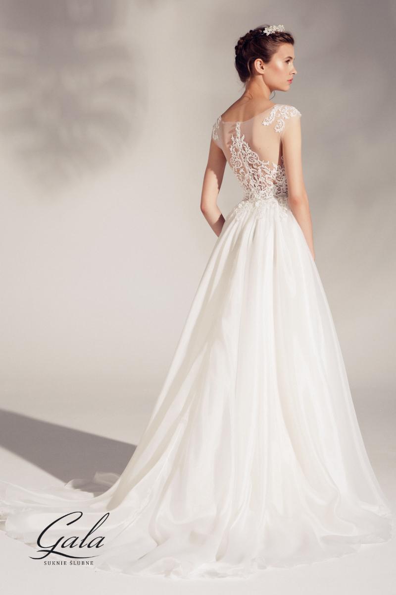 8efa90f3b8 Romantyczna suknia ślubna Asta z błyszczącą koronką na górze