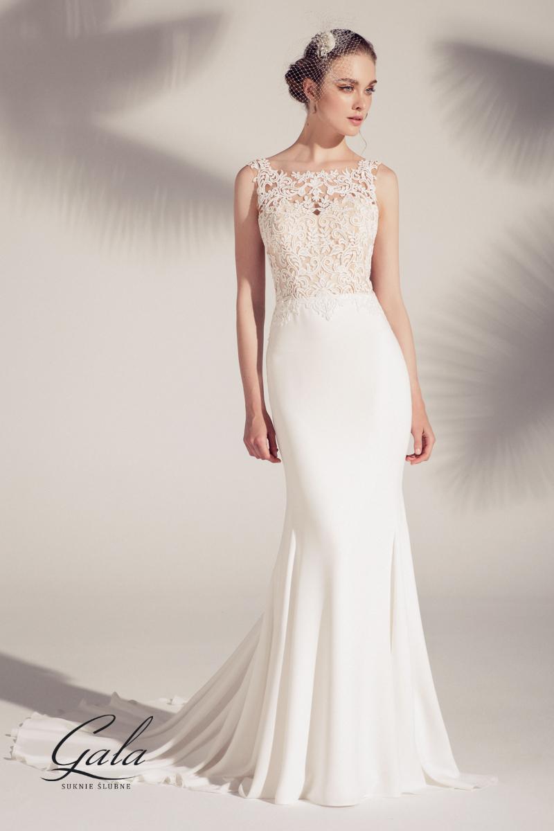 fde741a650d Dopasowana suknia ślubna Aura z piękną gipiurową górą