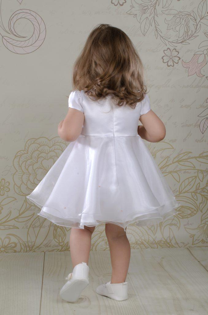 Sukienka do chrztu Aleksandra to urocza kreacja w stylu księżniczki z różowymi kryształkami.