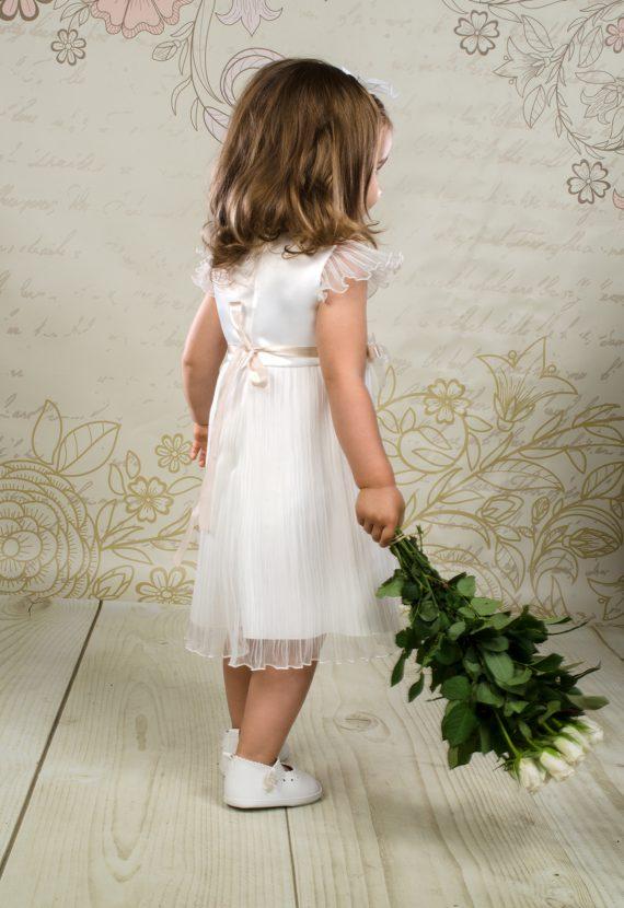 Nietypowa sukienka do chrztu Emili w stylu retro.
