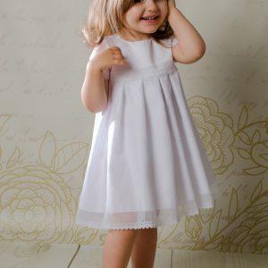 Sukienka do chrztu Rose w stylu boho o prostym kroju, zaś niezwykle szykowna.