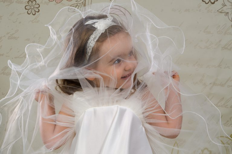 Urocza sukienka do chrztu Wiola w stylu księżniczki, idealna dla małych dam. Dostępna tylko w salonie sukien ślubnych Venus oraz na suknie-venus.pl