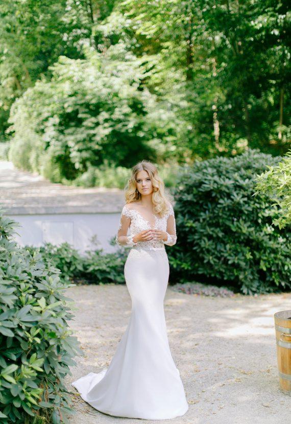 suknia slubna z długim rękawem