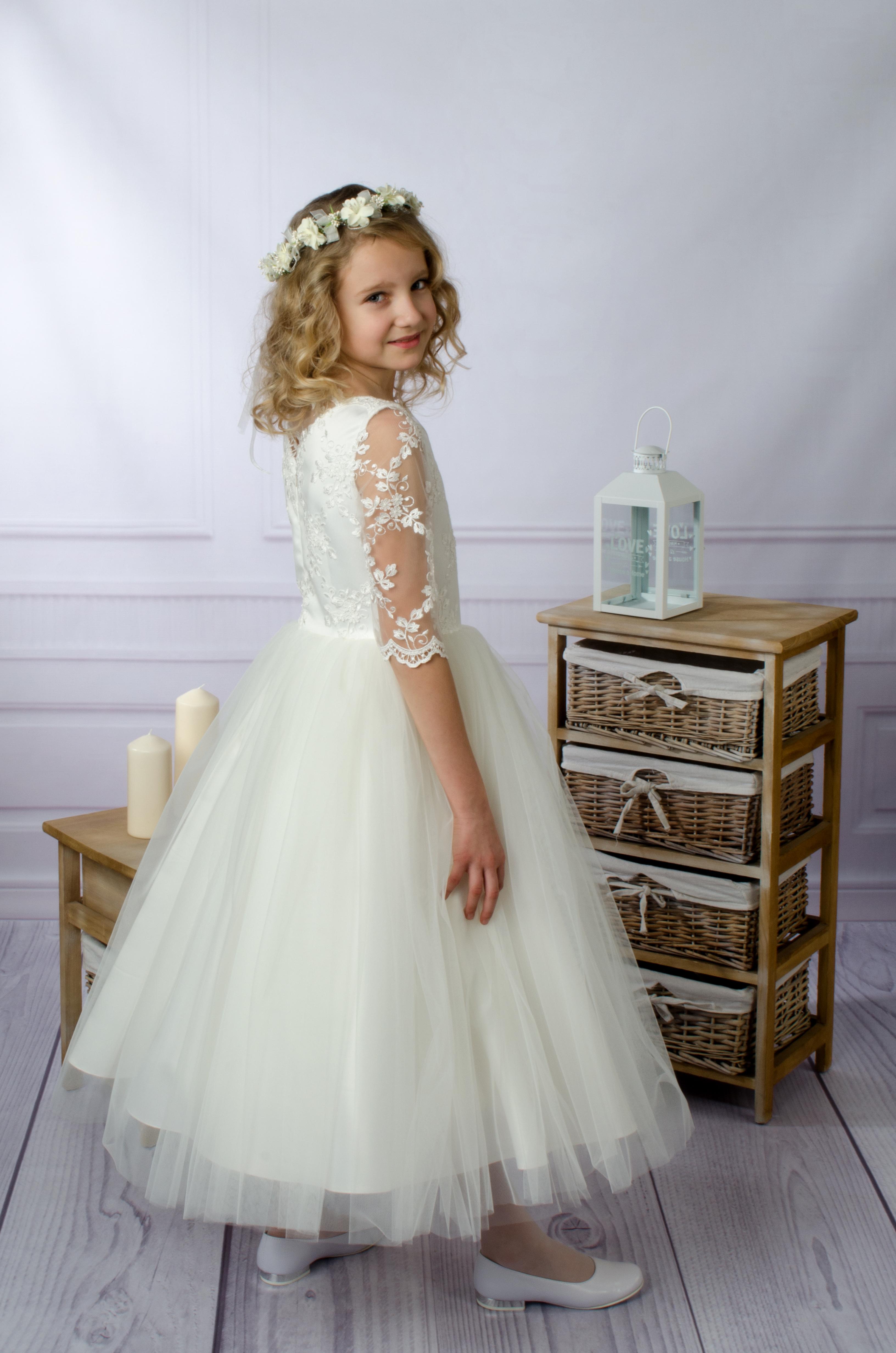 2fef670319 Sukienka komunijna Asia z piękniej koronki i zwiewnego tiulu