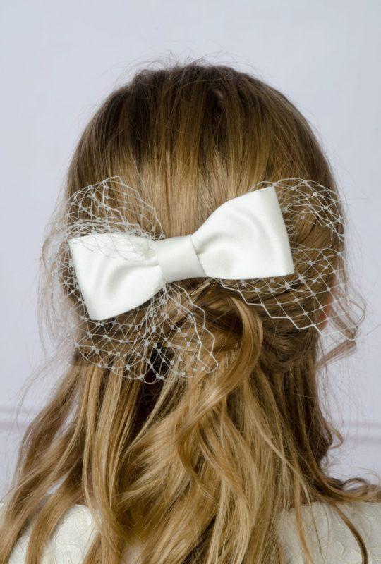 Kokarda do włosów z woalką biała