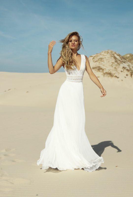Suknia ślubna z plisowanym dołem Bertrada