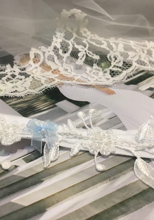 Podwiązka ślubna nieodłączny element stroju ślubnego