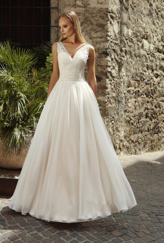38b1dc39df ... Wysmuklająca suknia ślubna Buzzavile