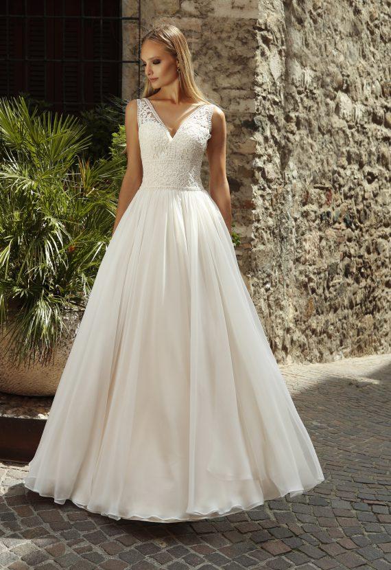 Wysmuklająca suknia ślubna Buzzavile
