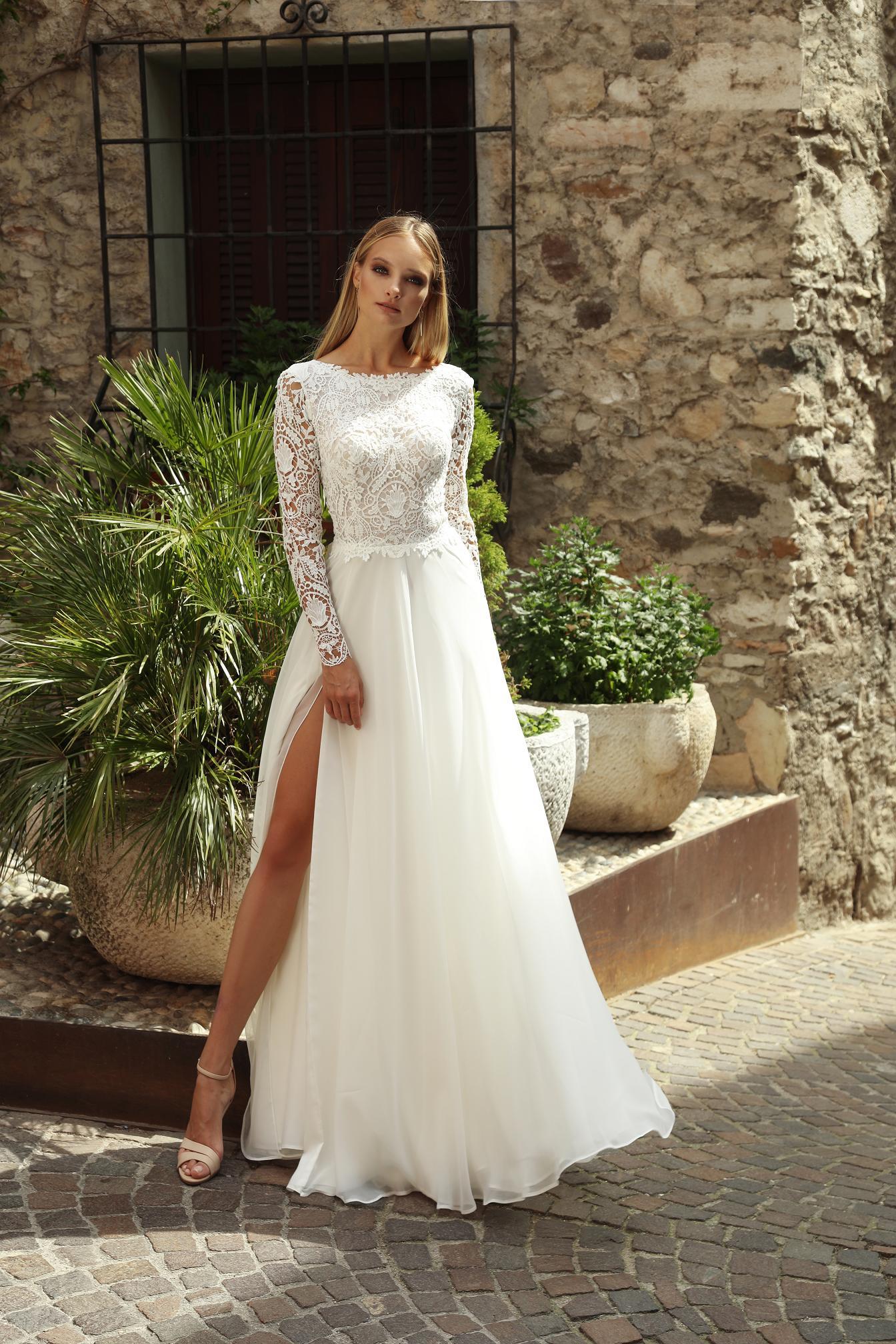 4bd3f75b62 Suknia ślubna Bymako z ażurową koronką i muślinowym dołem