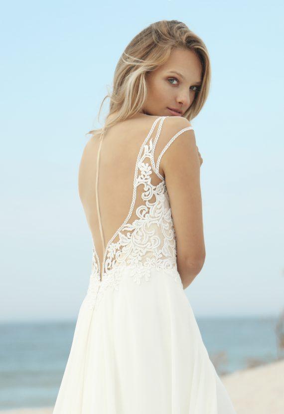Suknia ślubna z pięknym dekoltem