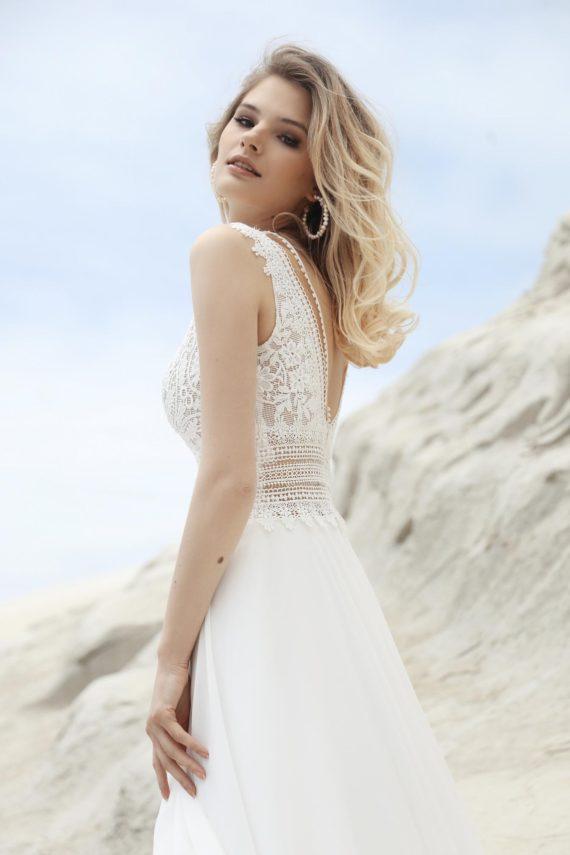 Suknia ślubna Casandra z nietuzinkowym dołem