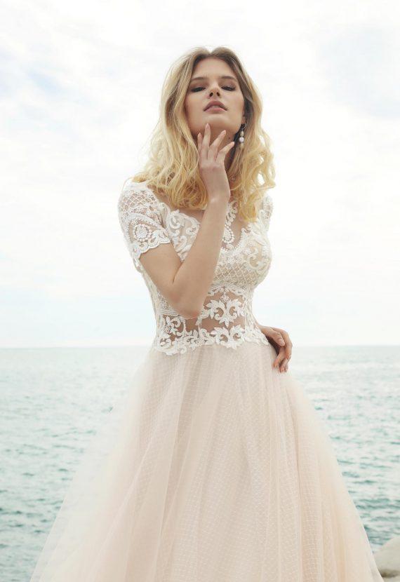Zwiewna suknia ślubna Centi